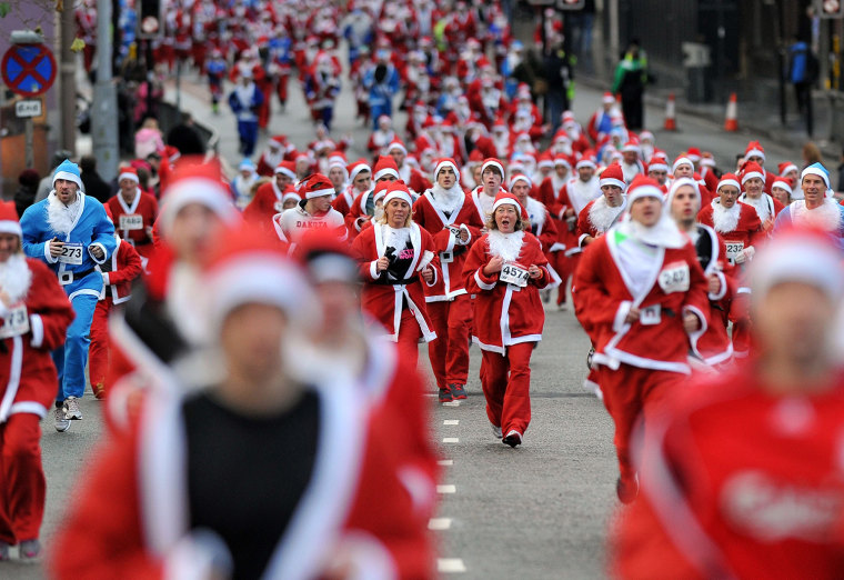 Image: BRITAIN-CHRISTMAS-SANTA DASH