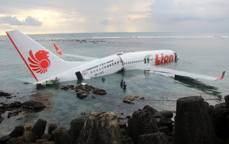 Image: TOPSHOTS-INDONESIA-ACCIDENT-AIR