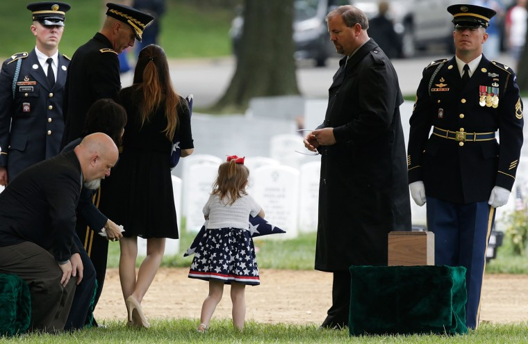 Image: Two Soldiers Killed In Afghanistan Buried At Arlington Nat'l Cemetery