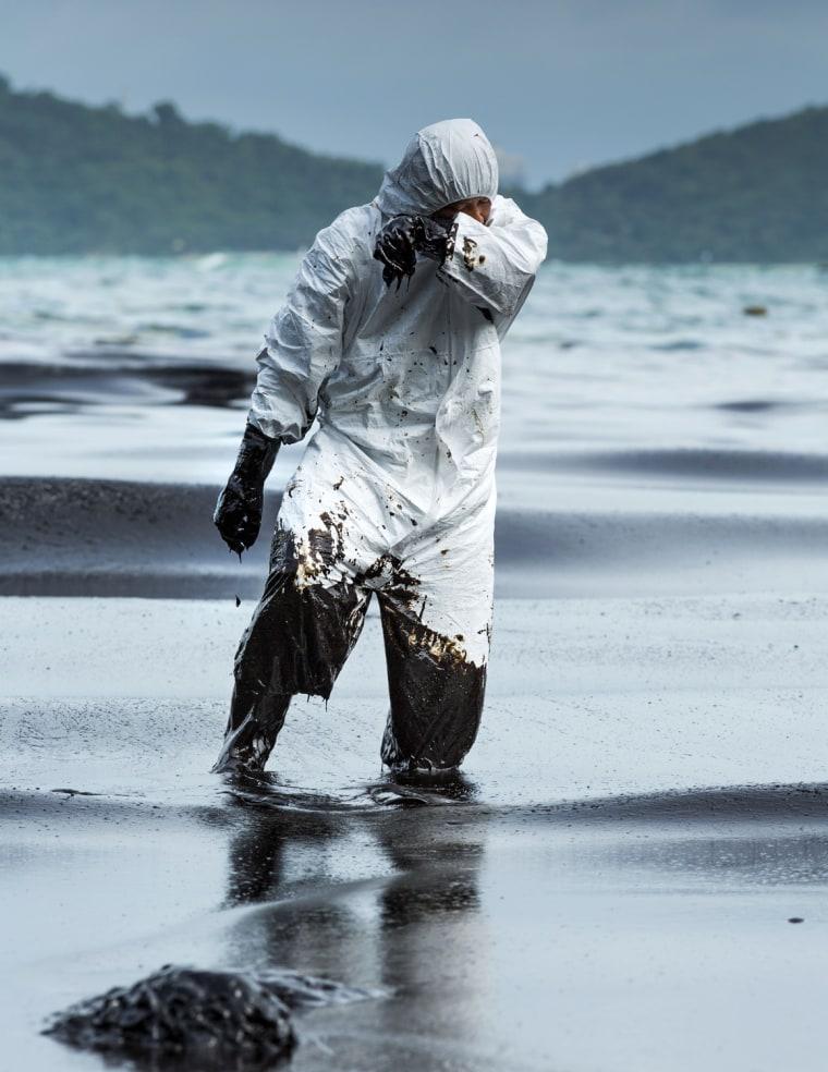 Image: Oil Spill Hits Thai Tourist Beach