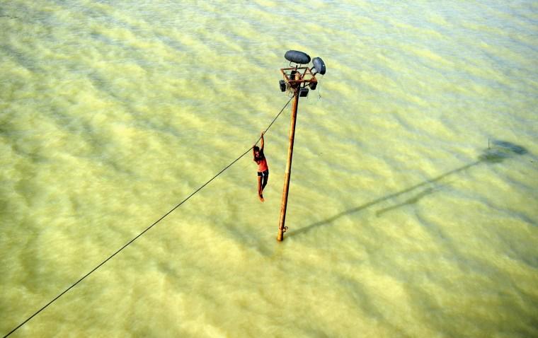 Image: TOPSHOTS-INDIA-WEATHER-MONSOON-FLOOD