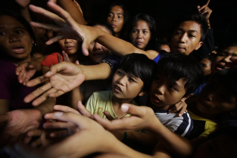 Image: Filipino residents affected by floods