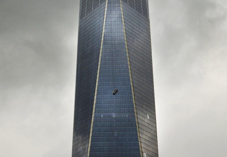 Image: One World Trade Center Window Washers Trapped In Dangling Scaffolding