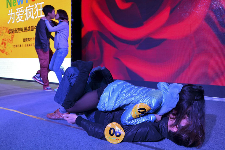 Image: Couples kiss during a kissing contest in Wuhan