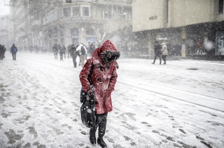 Image: TOPSHOTS-TURKEY-WEATHER-SNOW
