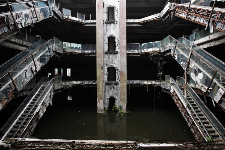 Image: An abandoned department store is seen flooded in Bangkok
