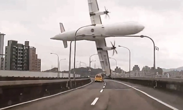 Image: TOPSHOTS-TAIWAN-PLANE-ACCIDENT