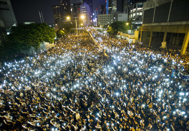 Image: Protestors and student demonstrators hold up their cellphones in a display of solidarity