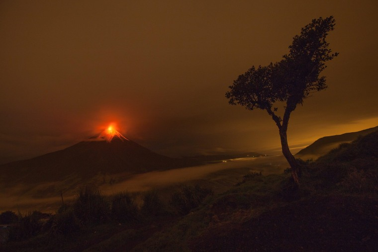 Image: Tungurahua volcano keeps its activity
