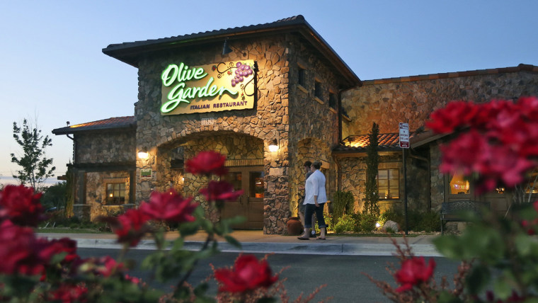 in this may 22 2014 photo patrons enter an olive garden restaurant in short pump va olive garden is hurting itself by piling on too many breadsticks - Olive Garden Bangor