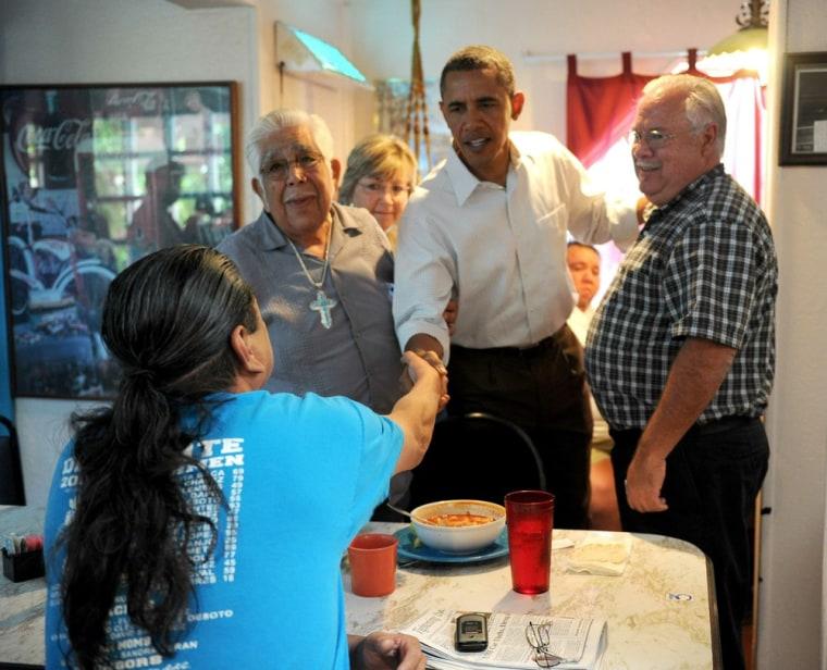 Image: US President Barack Obama (C) shakes han