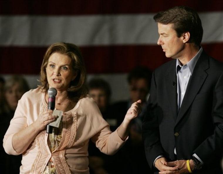 Elizabeth Edwards (r) talks about her husband, presidential hopeful John Edwards, D-N.C.