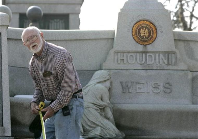 Houdini Exhumation