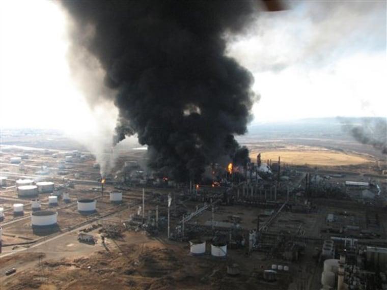 APTOPIX Refinery Explosion