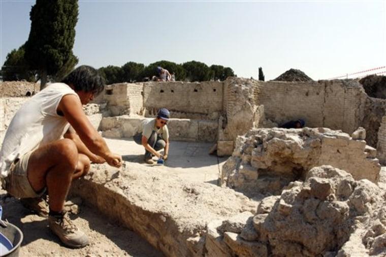 ITALY ANCIENT BATH