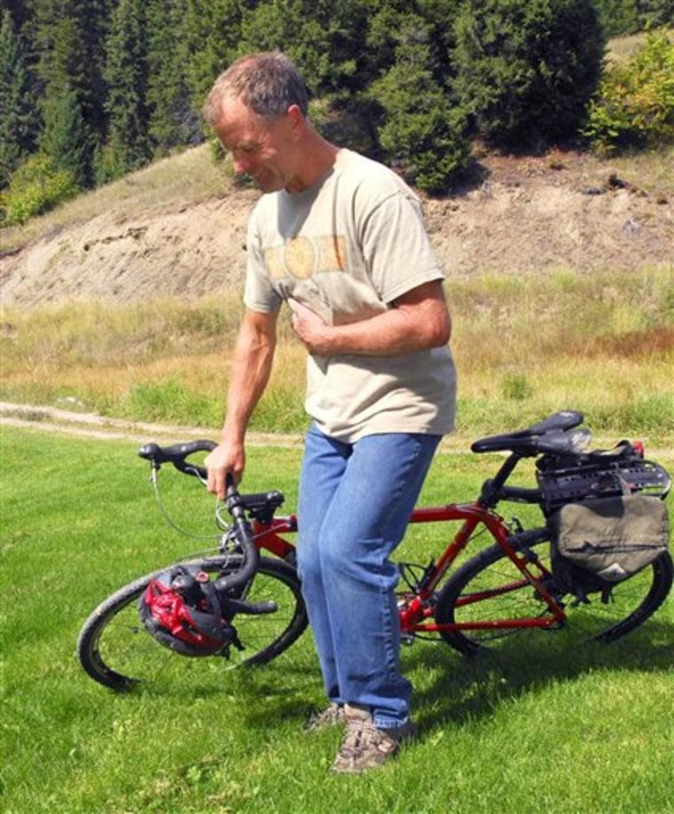 Bicyclist vs Bear
