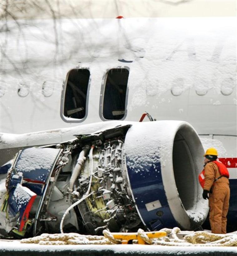 APTOPIX Plane Splashdown