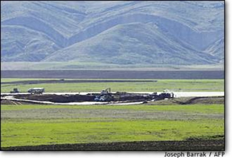 Iraqi Kurds in recent weeks have restored airstrips no longer under Saddam Hussein's control for use by elite U.S. forces in northern Iraq.