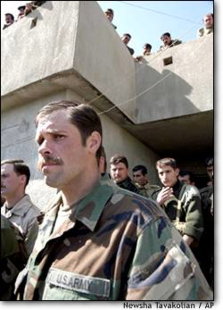 """A member of U.S. Special Forces and Iraqi Kurdish militiamen speaking to reporters Halabja, northern Iraq, on Tuesday. The U.S. commander, who would not give his name, said the fighting Kurdish peshmerga were """"something to see."""""""