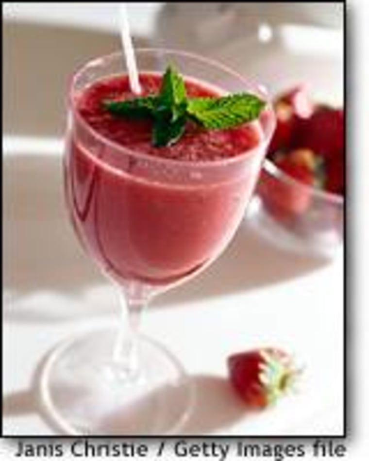 Most people think of smoothies as a nutritious alternative to milkshakes and soda, but commercial versions can contain more fat and sugar than most consumers would guess.