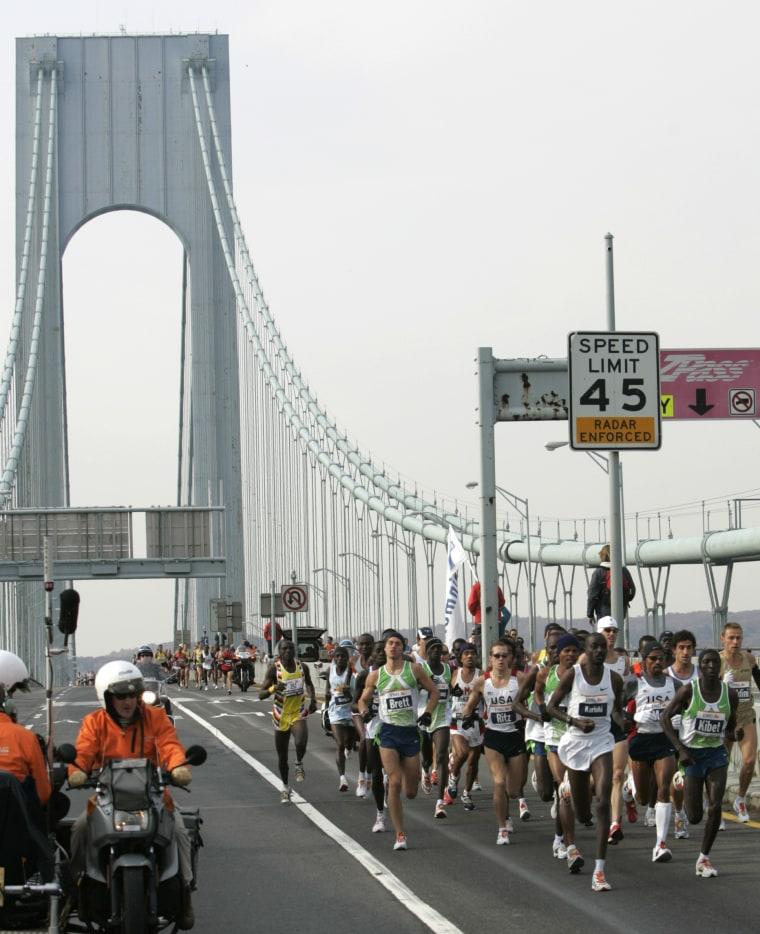 Runners cross the upper level of the Verrazano Bridge during the 37th New York City Marathon Sunday, Nov. 5, 2006, in New York. (AP Photo/Frank Franklin II)