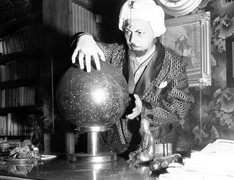 """Whenever an event of importance happens in Italy, it is the fashion of some Romans to consult Professor Lelio Alberto Fabriani, the """"Magician of Rome"""", shown June 27, 1952 for his spectral interpretation of it. """" (AP Photo/Mario Torrisi)"""