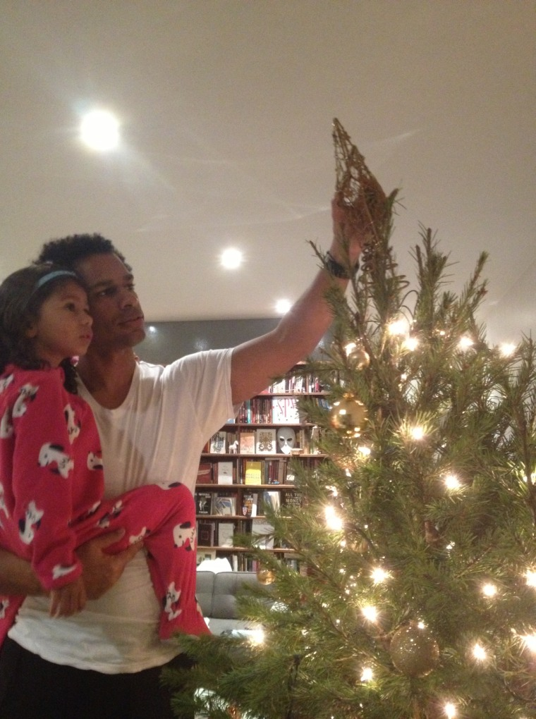 Touré decorating the tree with this little girl.