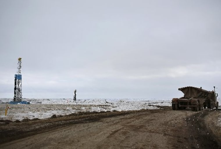 An oil derrick is seen at a fracking site for extracting oil outside of Williston, North Dakota March 11, 2013.  (REUTERS/Shannon Stapleton)