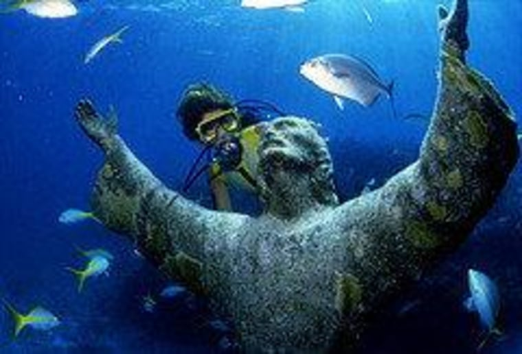 ""\""""Christ of the Abyss,"""" in the waters off Key Largo, Florida.""760|516|?|en|2|b43d470aab6dad0a414561f014b87e56|False|UNLIKELY|0.2895698547363281