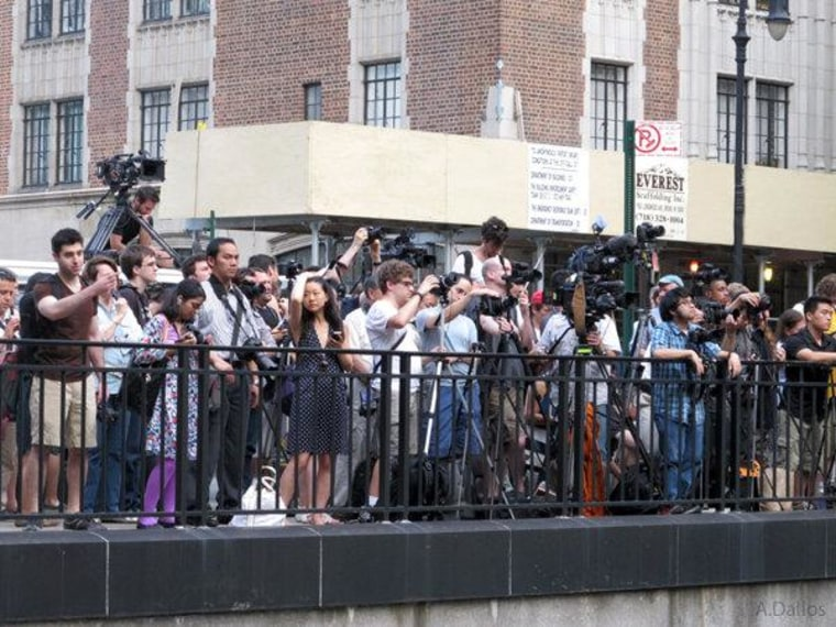 New Yorkers come out for celestial celebrity