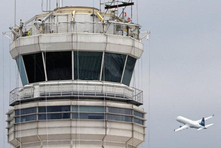 FAA control tower at Washington's Ronald Reagan National Airport (file)