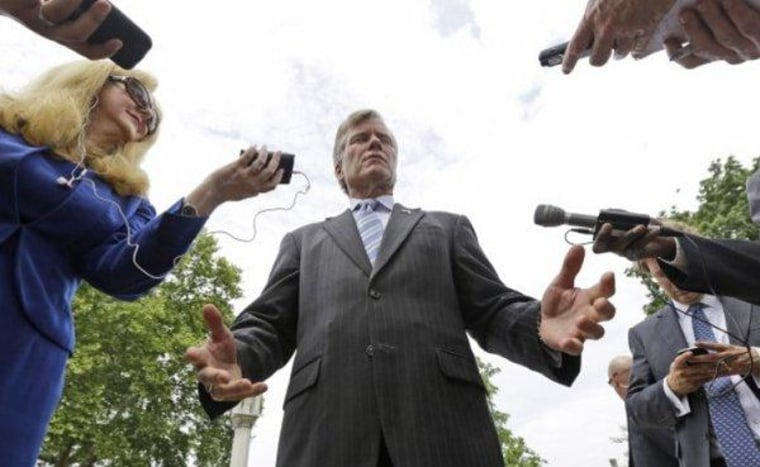 Virginia's McDonnell vows to return gifts from benefactor