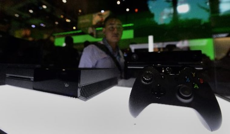 An attendee views the Xbox One gaming system at the E3 (Electronic Entertainment Expo) in Los Angeles, California, USA, 12 June 2013. (Photo by: Michael Nelson/EPA)