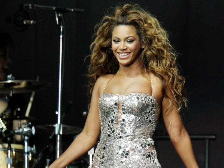 Beyonce Knowles performs during the Essence Fest in the Superdome in New Orleans Friday, July 6, 2007.  Beyonce is scheduled to headline Essence Festival in July 2013 (AP Photo/Alex Brandon)
