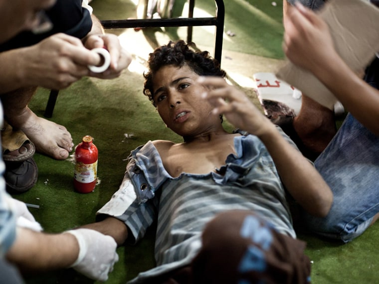 Image: A wounded boy is treated in Cairo,Egypt