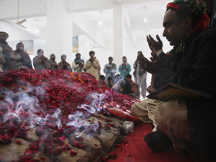 Pakistan Mourns Death Of Benazir Bhutto