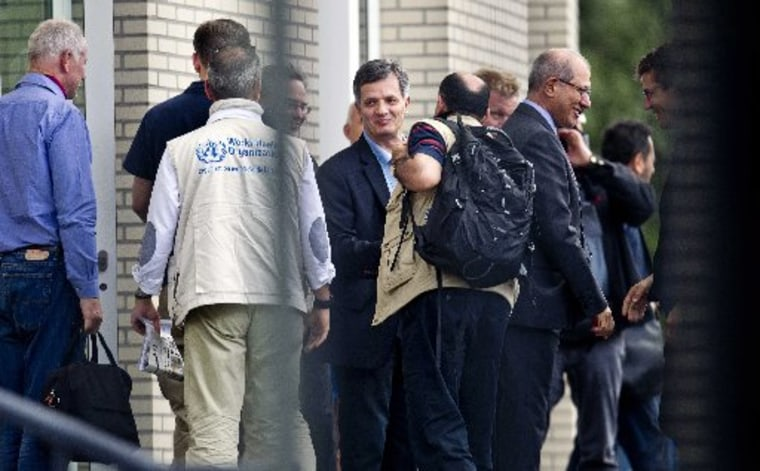 Image: UN inspectors arrive in Europe as Syria moves troops