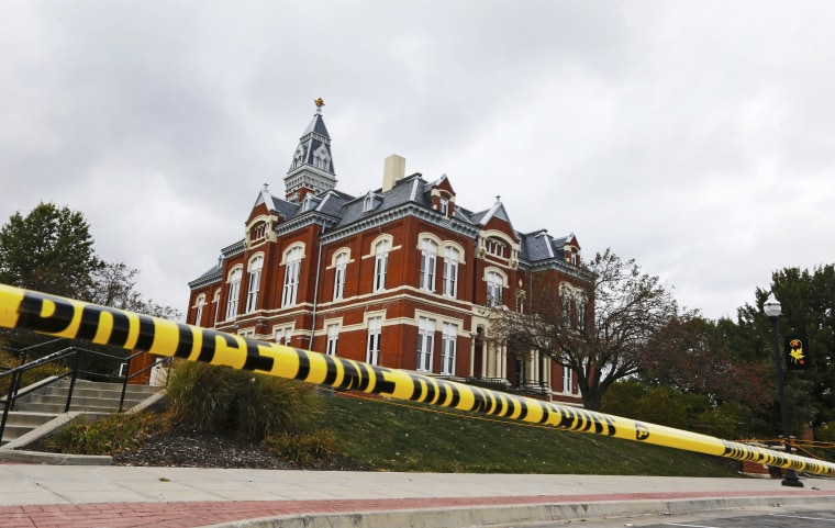 """Police lines are established outside the Nodaway County Court House in preparation for a \""""Justice for Daisy\"""" rally in Maryville, Mo., Tuesday, Oct. 22, 2013."""