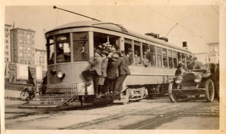 ""\""""And when you ride it, you see a microcosm of San Francisco in the people on the Muni - all the good and bad of the city, all riding inside what is a big tin can.""""""760|452|?|en|2|9fa8337c597b9fb4d16bcb783cf88328|False|UNLIKELY|0.28397536277770996