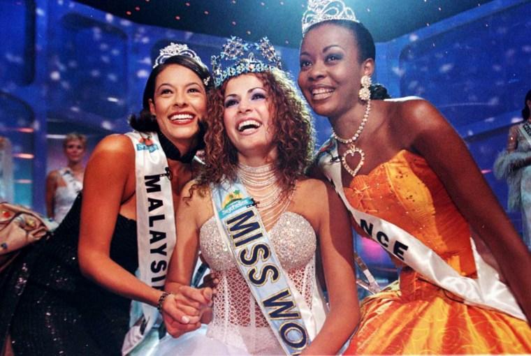 Miss Israel, Linor Abargil, smiles after winning the title of Miss World, Nov. 26, 1998.