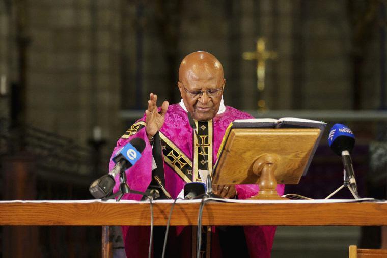 Desmond Tutu holds a mass for Nelson Mandela at Cape Town's Anglican St George's Cathedral, Dec. 6, 2013.