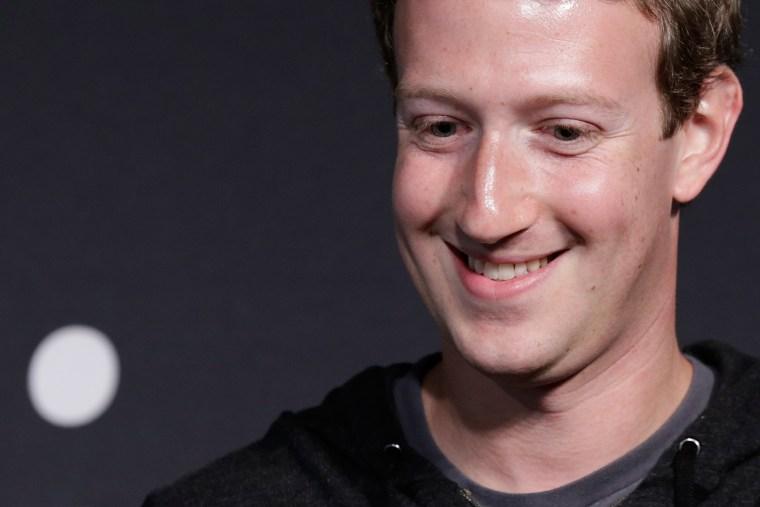 Facebook CEO Mark Zuckerberg speaks at the Newseum September 18, 2013 in Washington, DC.