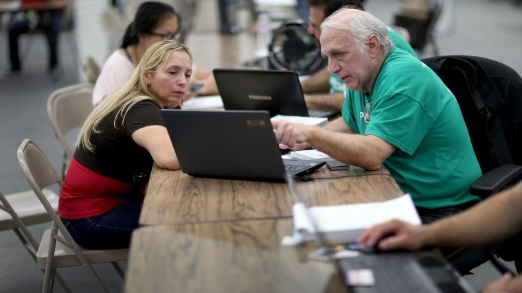Americans Register For Health Care On Final Day of ACA Enrollment Drive