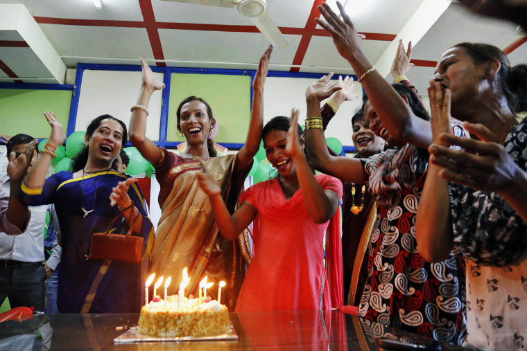 Transgenders celebrate with a cake after the Supreme Court's verdict recognizing third gender category, in Mumbai, India, April 15, 2014.