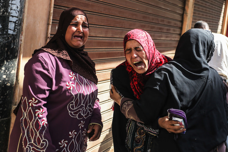 Egyptian defendants' relatives mourn after a judge sentenced 683 alleged Morsi backers to death in the latest mass trial in the southern city of Minya, Egypt, April 28, 2014.
