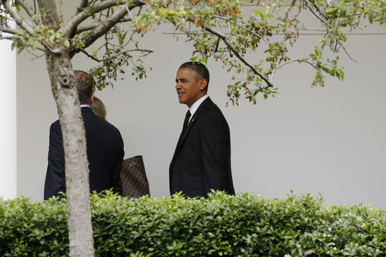 Obama talks with Carney as he walks up the White House colonnade heading into the West Wing returning to the White House in Washington