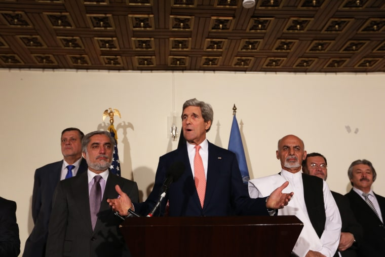 U.S. Secretary of State John Kerry, center, Afghan presidential candidate Abdullah Abdullah, left, and Afghanistan's presidential candidate Ashraf Ghani Ahmadzai, right, speaks during a joint press conference in Kabul, Afghanistan, July 12, 2014.