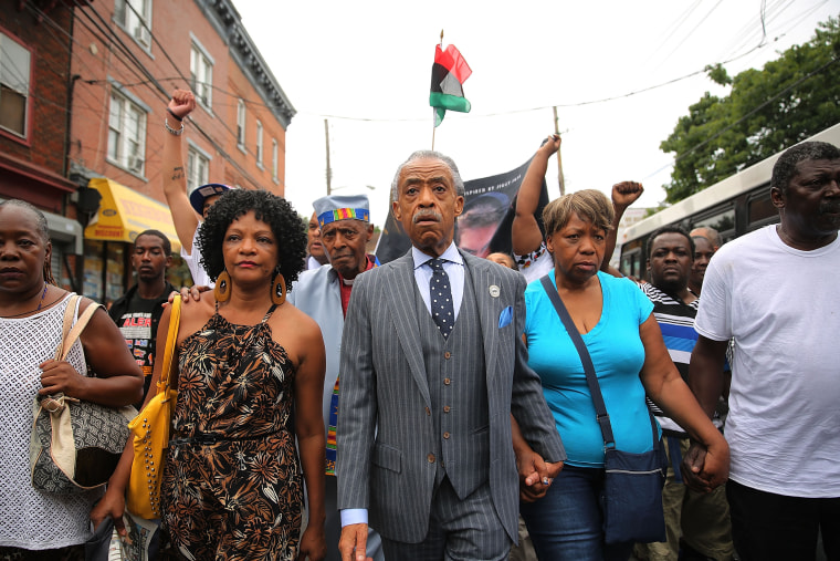 Sharpton Meets With Family Members Of Staten Island Man Who Died While Police Were Attempting Arrest
