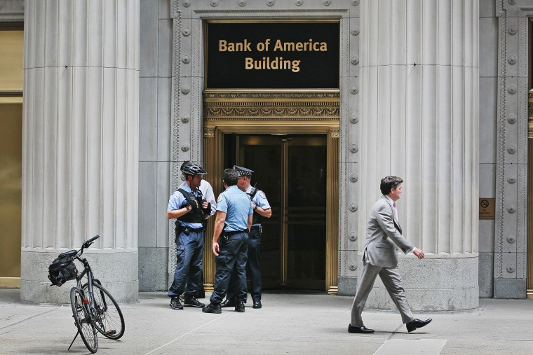 Chicago Police stand guard outside the Bank of America Building in the Loop financial district on July 31, 2014.