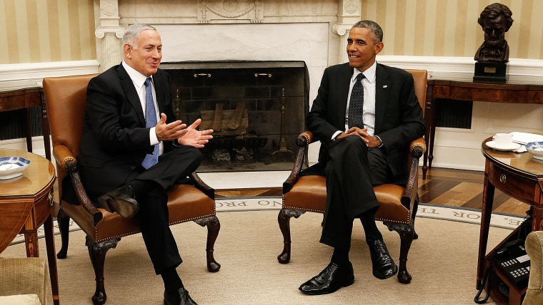 U.S. President Barack Obama (R) meets with Israeli Prime Minister Benjamin Netanyahu (L) in the Oval Office of the White House October 1, 2014 in Washington, DC.